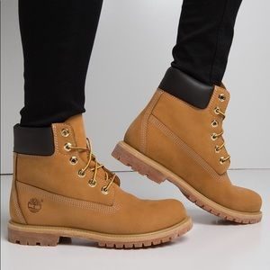 women's timberland original boots NEW & NEED GONE
